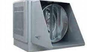 رطوبت ساز و مهپاش پروانه ای- دیسکی رطوبت ساز و مه پاش پروانه ای و یا به اصطلاح دیسکی از جمله پر کاربرد ترین نوع دستگاه های تولید بخار سرد میباشد. رطوبت دهی در این دستگاه با هوادهی و خنک کنندگی به صورت هم زمان صورت می پذیرد. مکانیزم کارد کرد رطوبت پاش – مه ساز پروانه ای در مه پاش دیسکی از جریان آب لوله کشی شهری یک شیلنگ آب به منبع رطوبت ساز متصل می گردد منبع آب دستگاه که در قسمت پایین دستگاه قرار دارد دارای شناور مخصوص می باشد که بعد از پر شدن منبع به صورت خودکار جریان آب را قطع نموده و در صورت نیاز مجددا جریان آب را وصل می نماید. آب از منبع توسط یک پمپ قوی مکیده شده و بر روی یک دیسک مخصوص که در هر ثانیه پنج دور می چرخد پاشیده می گردد و تحت تاثیر نیروی گریز از مرکز تبدیل به پودر شده و حالت مه به خود میگیرد ، دیسک چرخان مذکور متصل به یک قسمت حلزونی شکل و سوراخ دار است که وظیفه قطره گیری را بر عهده دارد به این معنی که اگر قسمت های از آب کاملا پودر نشده باشند از خارج شدن آنها از دیسک جلو گیری می نمایند ، بعد از قسمت حلزونی پروانه دستگاه قرار دارد که وظیفه پرتاب مه با قدرت بالا به بیرون و مخلوط کردن هوا با رطوبت را برعهده میگیرد و در نهایت قسمت فشار شکن دستگاه مهپاش تعبیه گردیده است که خود به تنهای دارای دو لایه قطره گیر است و در صورتی که قطرات آب از قسمتهای قبلی به هر دلیل خارج شده باشند اجازه خروج آنها را از دستگاه نمی دهد تا رطوبت خارج شده از دستگاه کاملا به صورت مه خالص بوده و یک دست و همگن باشد. مکان های مورد استفاده از رطوبت ساز پروانه ای سالن های پرورش قارچ خوراکی شامل قارچ صدفی و قارچ دکمه ای از جمله مهمترین مکان های استفاده از این دستگاه می باشد هرچند این نوع مه پاش در مکان های مانند مرغداری ، گلخانه ، چاپخانه ، چای سازی ، نساجی ، و بسیاری دیگر از مکان ها استفاده فراوان دارد و به نوعی پرکاربرد ترین نوع دستگاه مهپاش محسوب می گردد. ویژگی های بارز مهساز پروانه ای طول عمر بالا و استهلاک بسیار پایین ، عدم نیاز به تامین و نگه داری پر هزینه ، مصرف پایین انرژی ، استفاده آسان و عدم نیاز به نصب و راه اندازی حرفه ای ، قدرت تهویه و هوا دهی بالا ، خنک کنندگی قابل توجه در فصل گرما ،امکان اتصال به تایمر و سنسور های کنترول دما و رطوبت ،مقاومت بسیار بالا در مقابل سختی آب ظرفیت ه